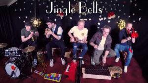 Fäaschtbänkler – Weihnachtsmedley mit Kinderinstrumenten